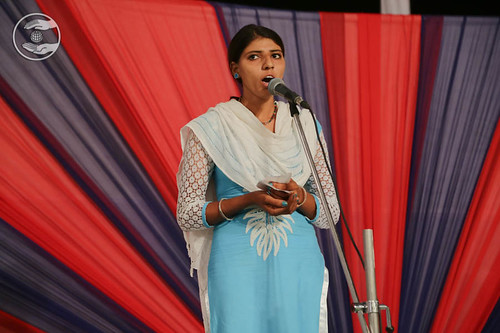Devotional song by Meena from Halwana