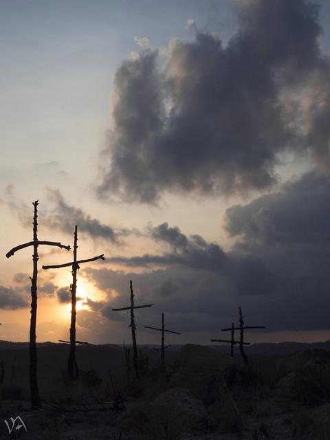 Entre cruces.