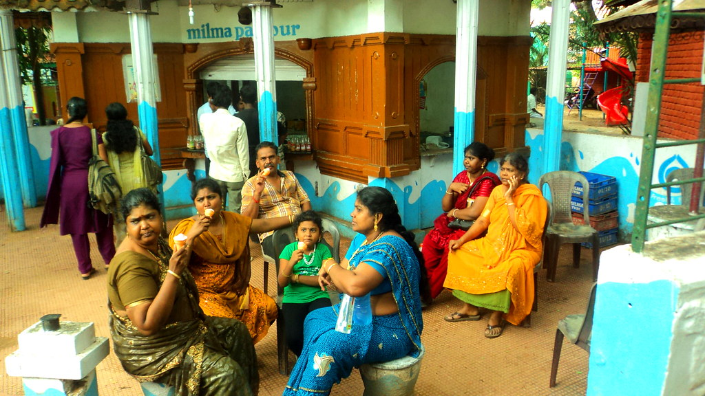 People and icecream @ Trivandrum, Kerala