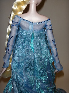 Harrods Limited Edition Anna and Elsa Doll Set - LE 100 - Frozen - UK Disney Store - Deboxing - Elsa - Dress Closed - Lying Down - Midrange Rear View | by drj1828