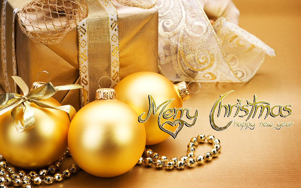 Gold Christmas Gifts With Xmas Wishes Card And Happy New Y Flickr