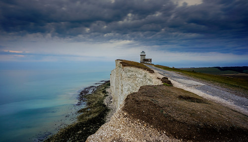 england englishcoast eastsussex beachyhead lighthouse coast waterscape seascape sea clouds tanzpanorama sonya7ii ilce7m2 sel1635z fe1635mmf4zaoss variotessartfe1635mmf4zaoss cliff coastline water sky belletout travel limestone