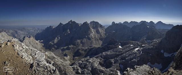 Los Urrieles desde La Palanca/ Central massif of Picos de Europa, also known as