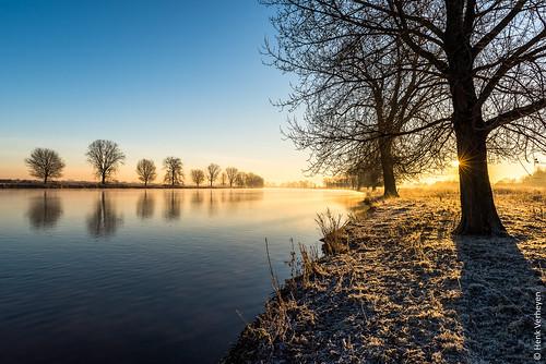 grave maas frost rijp river rivier sunrise vorst water zonsopkomst noordbrabant nederland nl