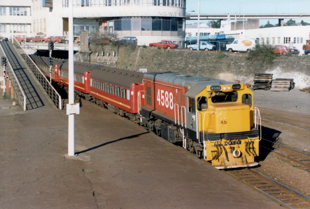 DC 4588 03/07/1986 Newmarket, NZ by DX 5517
