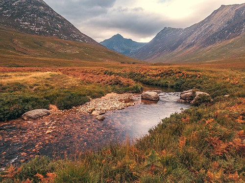 autumn mountains reflections river landscape scotland scenery rocks day colours cloudy heather scenic dramatic bracken naturalbeauty arran schottland ayrshire ecosse scozia scottishhighlands glensannox cirmhor scottishislands 2013 scottishglen sannoxburn canonpowershotsx50hs