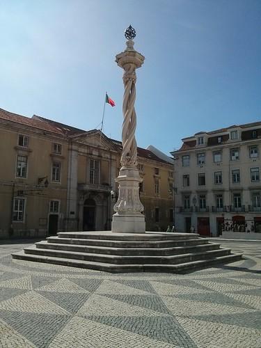 Triple twist monument   by pburka
