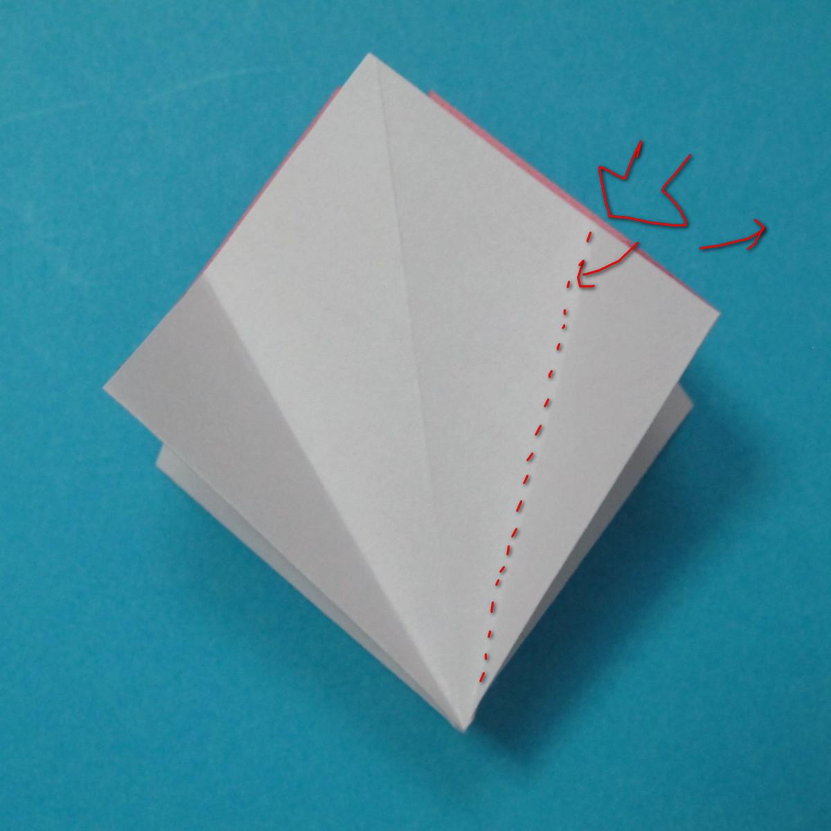 วิธีการพับกระดาษเป็นดอกไม้แปดกลีบ 008