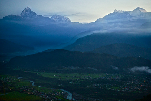travel nepal cloud mountain snow montagne sunrise river landscape asian asia village outdoor altitude riviere champs photojournalism peak aerial valley asie fullframe himalaya nuage paysage sunrisesunset pokhara annapurna verdure colline 50mmf14 anapurna estetic 35mmprint pleinformat