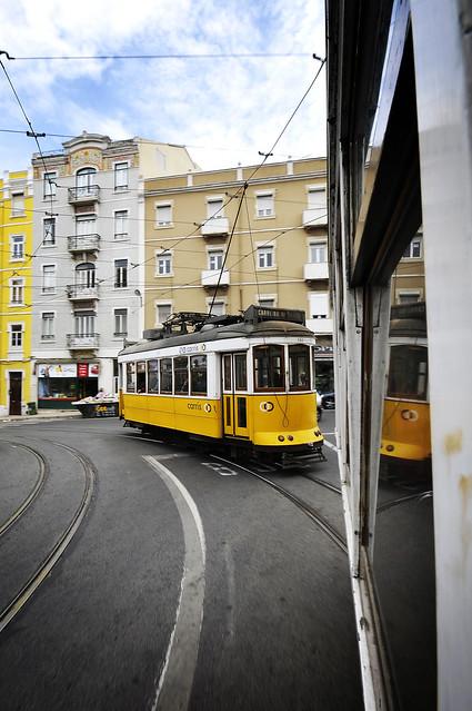 Lisboa Lisbonne tramway jaune - atana studio