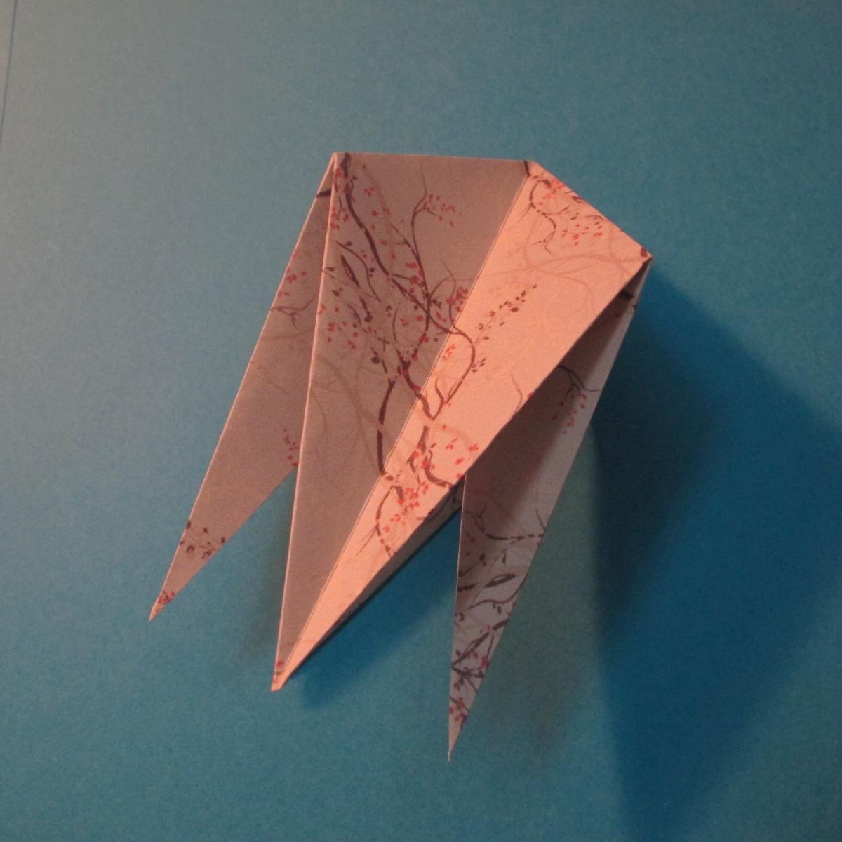 วิธีการพับกระดาษเป็นดาวสี่แฉก 014