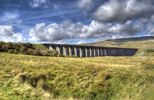england uk britain yorkshire northyorkshire dales ribblehead viaduct arch railway