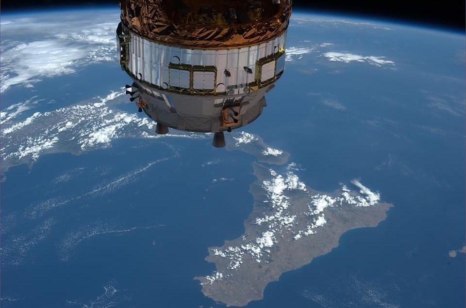 Risultati immagini per foto di luca parmitano dallo spazio