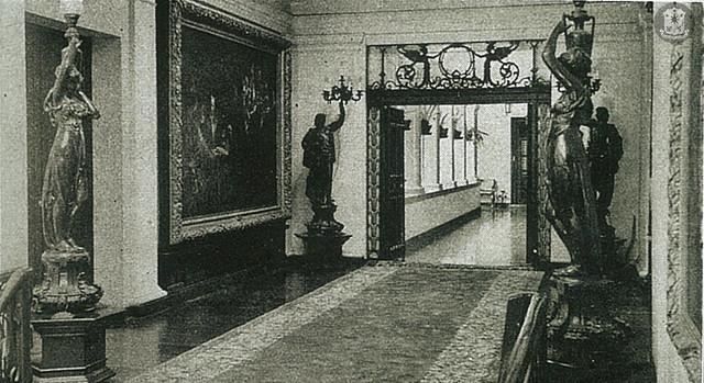 The new entrance leading to the Family Quarters was added during the 1937 renovations.