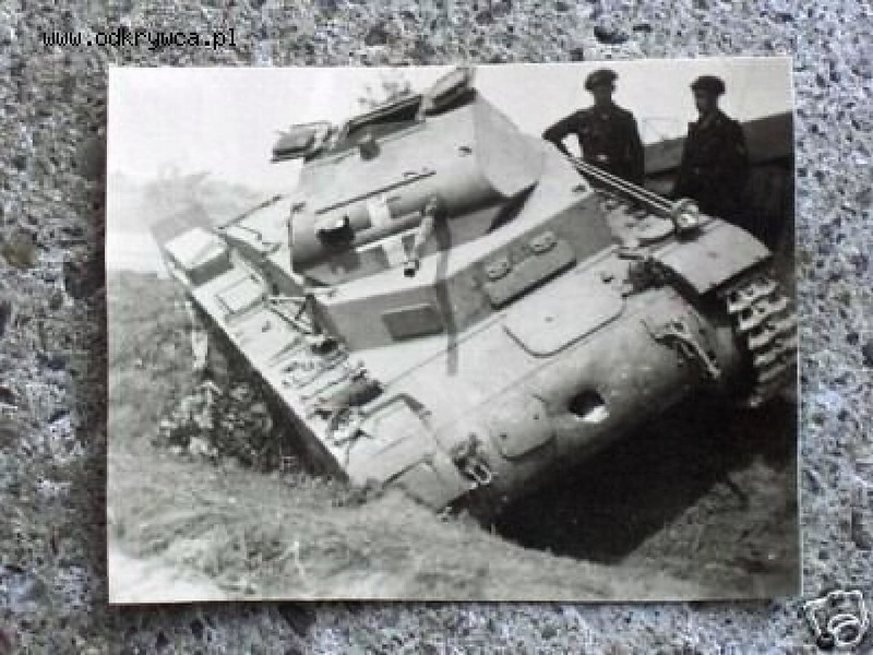 destroyed and battle damaged AFV photos_1_16