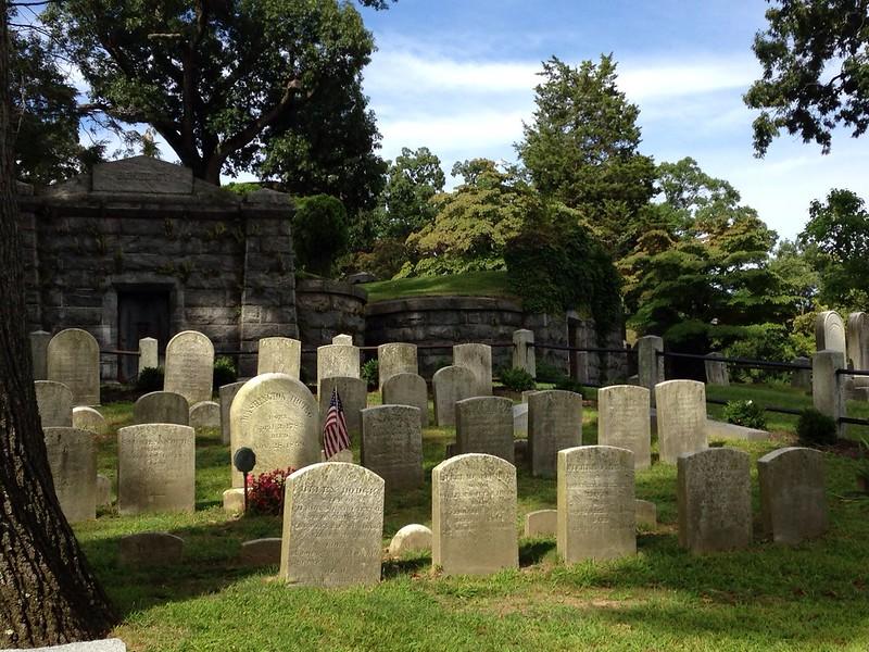 Uykulu Boş Mezarlık