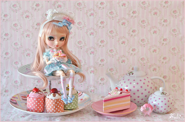 Do you want to have a tea party with me?