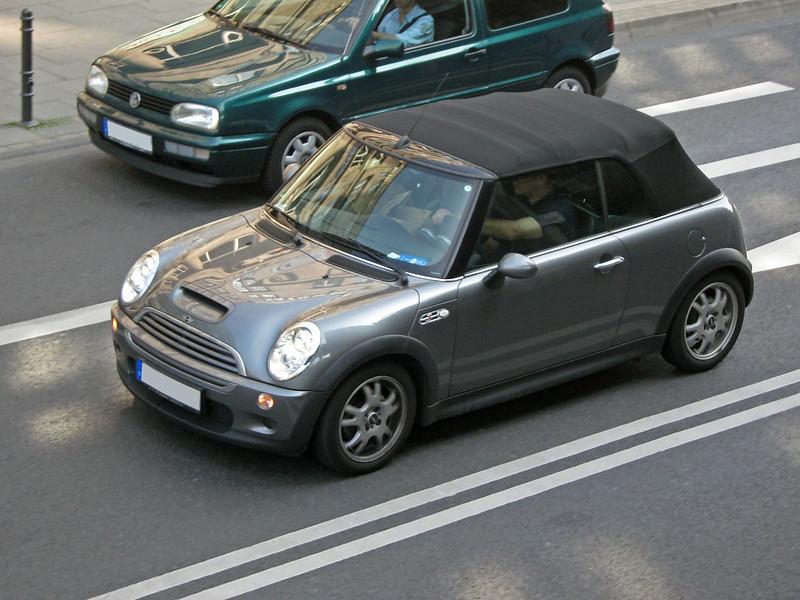 2004 Mini Cooper S Cabrio in Fahrt