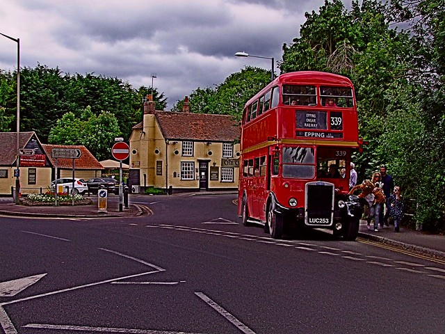 Leyland PD2 RTL1076 waiting time at  Ongar (Two Brewers Public House)