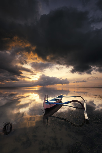 sea bali cloud seascape storm color reflection rain sunrise indonesia landscape boat nikon hard spot filter lee nd 06 perahu pantai graduated denpasar sanur waterscape badai hujan 1635mm gnd jukung d810 portscape karangbeach