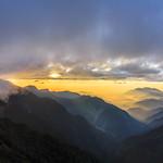 Sunset in Nenggao Cross-Ridge Trail, Taiwan.能高越嶺光被八表日落時分~