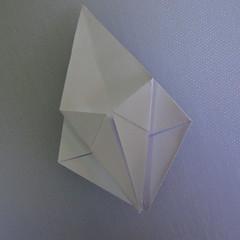 วิธีพับกระดาษเป็นรูปดอกลิลลี่ 011
