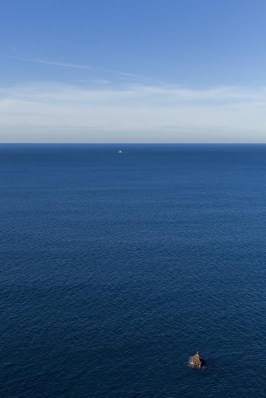 https://www.twin-loc.fr Small island in the ocean....