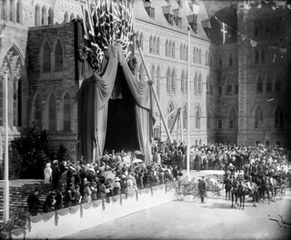Laying the cornerstone of the Peace Tower during the visit of the Prince of Wales to Canada, Ottawa, Ontario... / Pose de la première pierre de la Tour de la Paix à Ottawa, Ontario, pendant la visite du prince de Galles au Canada...