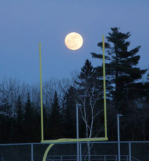 Moon with field goal