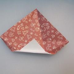 วิธีพับกระดาษรูปหมวกซานต้า 014