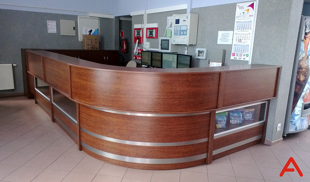 nonstandard-l-box-receptiondesk-01