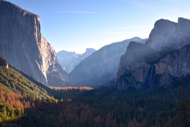 [Sunbeam above the Bridalveil Fall in the Early Morning]