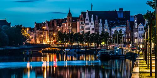 sunset evening abend nikon sonnenuntergang 85mm haus luebeck brücke lübeck altstadt innenstadt fassade häuser trave d90 obertrave thephotographyblog