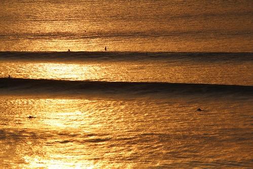 bali 2013 bukit bingin thetemplelodge geckosuite sunset waves surf surfing evening set people orange light water ocean sea glistening silhouette lines
