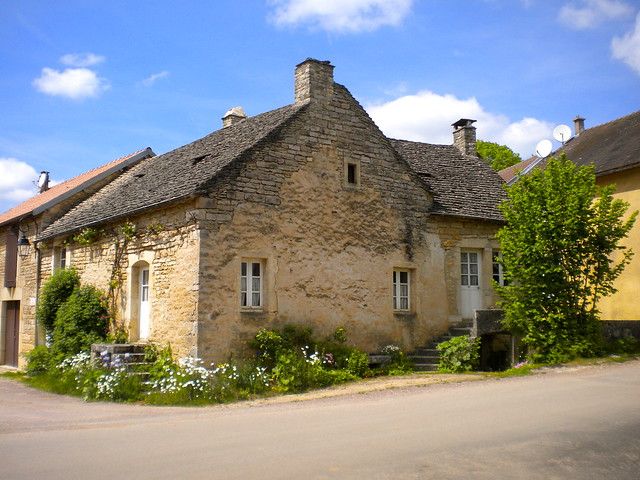 Maison à toit de lauzes
