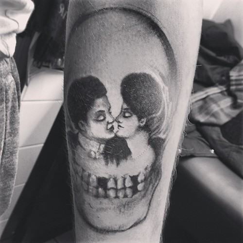Really difficult to photograph! #skull #opticalillusion #faces #kissing #tattoo #tattoos #bishoprotary #eternalinks | by Hunnypiedead
