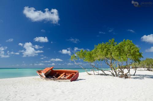 old beach boat day barco playa aruba shipwreck caribbean antiguo netherlandsantilles caribe flickraward antillasholandesas nikonflickraward payacom pwpartlycloudy