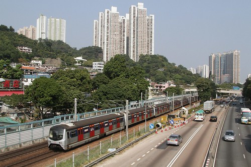 Southbound MTR train approaches Sha Tin