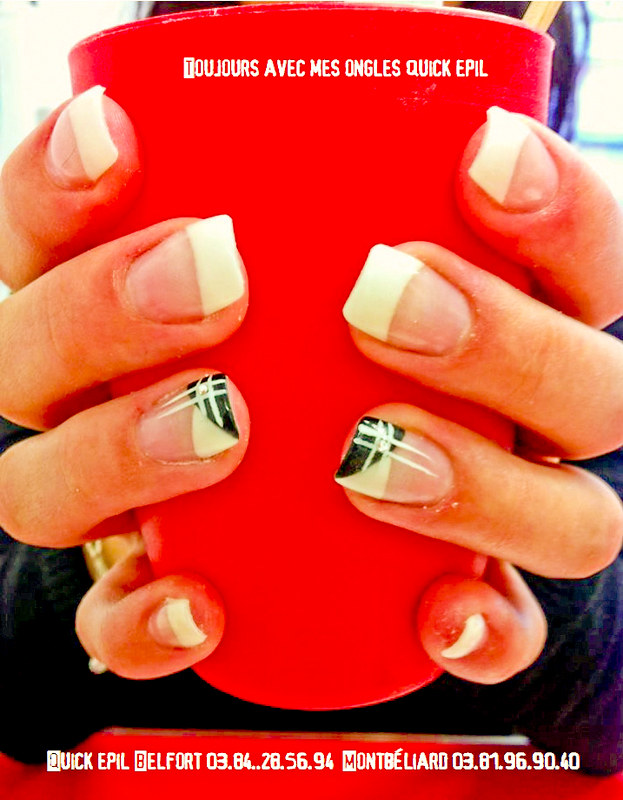 Ongle French Blanche Decor Noir Et Blanc Trait Blanc Stras