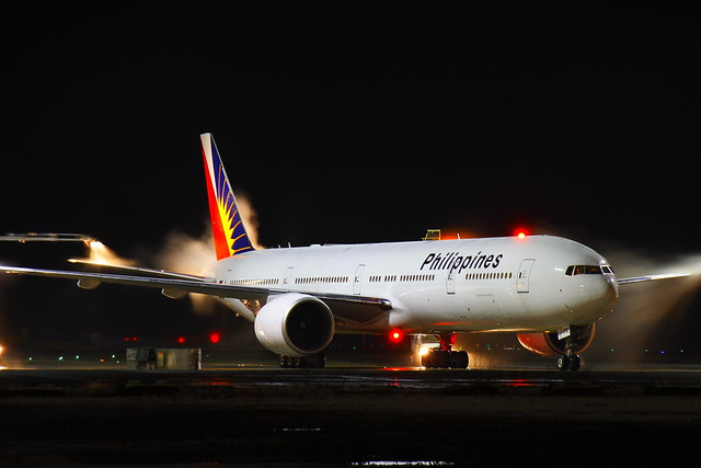 PhilippineAirlines_RP-C7772_DeIcing