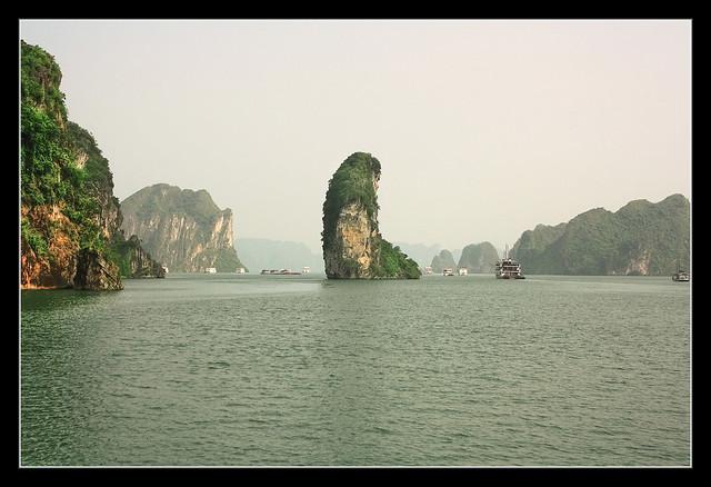 Quảng Ninh VN - Hạ Long Bay Thumb island