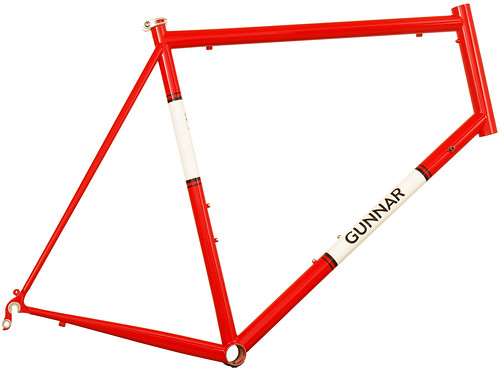 <p>The Gunnar Roadie, Gunnars road racer, is shown here in Gunnar Red with White panels and the Bullseye decal set.</p>