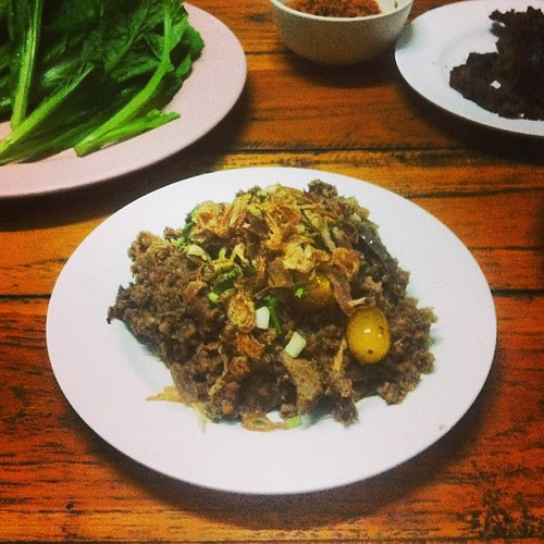 'Special' northern-style pork laap: unusually tart via the addition of cherry tomatoes; Jin Sot, Phrae. | by RealThai