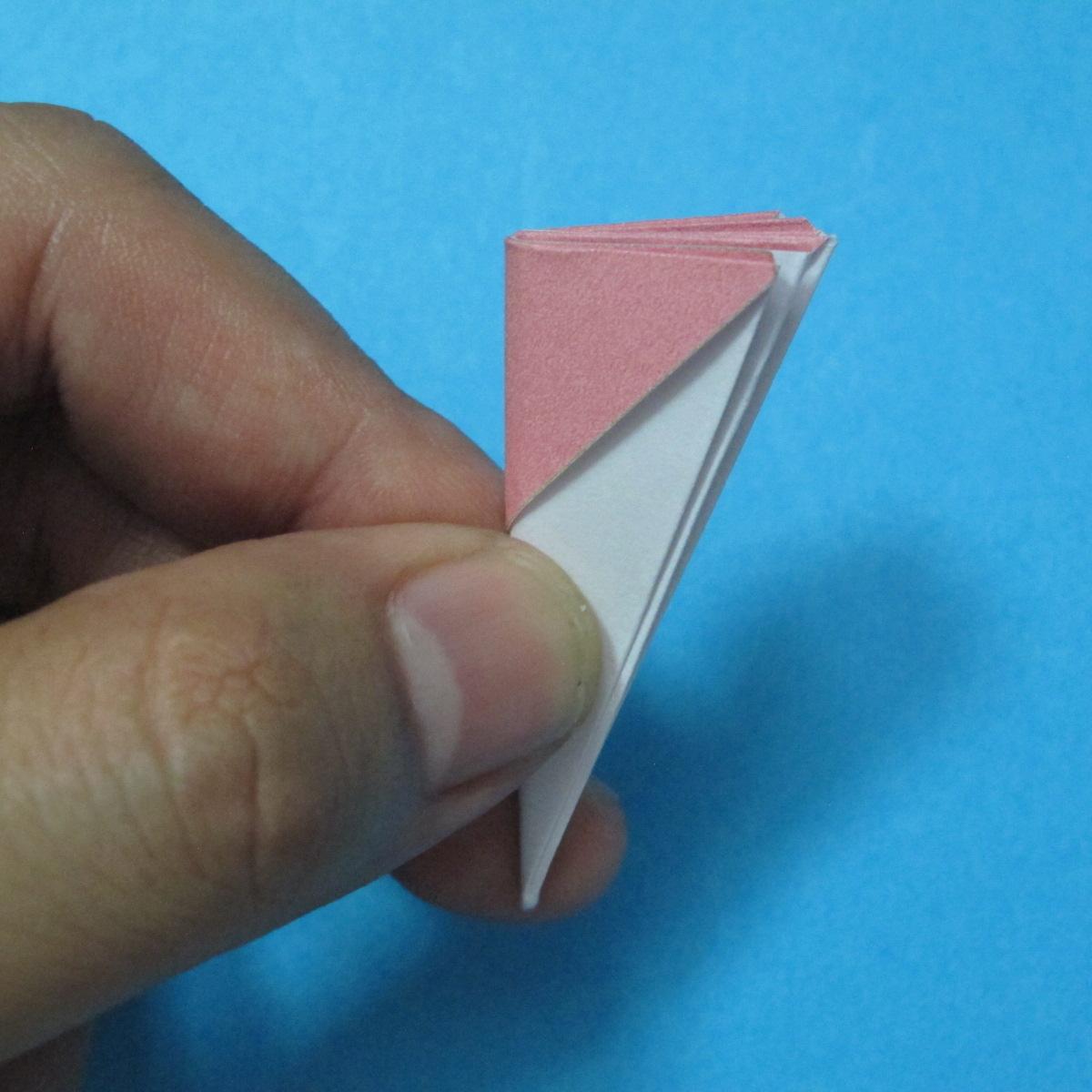 วิธีการพับกระดาษเป็นดอกไม้แปดกลีบ 014