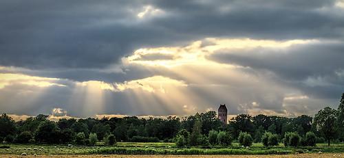 sunset sun church netherlands field landscape zonsondergang outdoor rays groningen kerk landschap leeg zonnestralen midwolde reinasmallenbroek