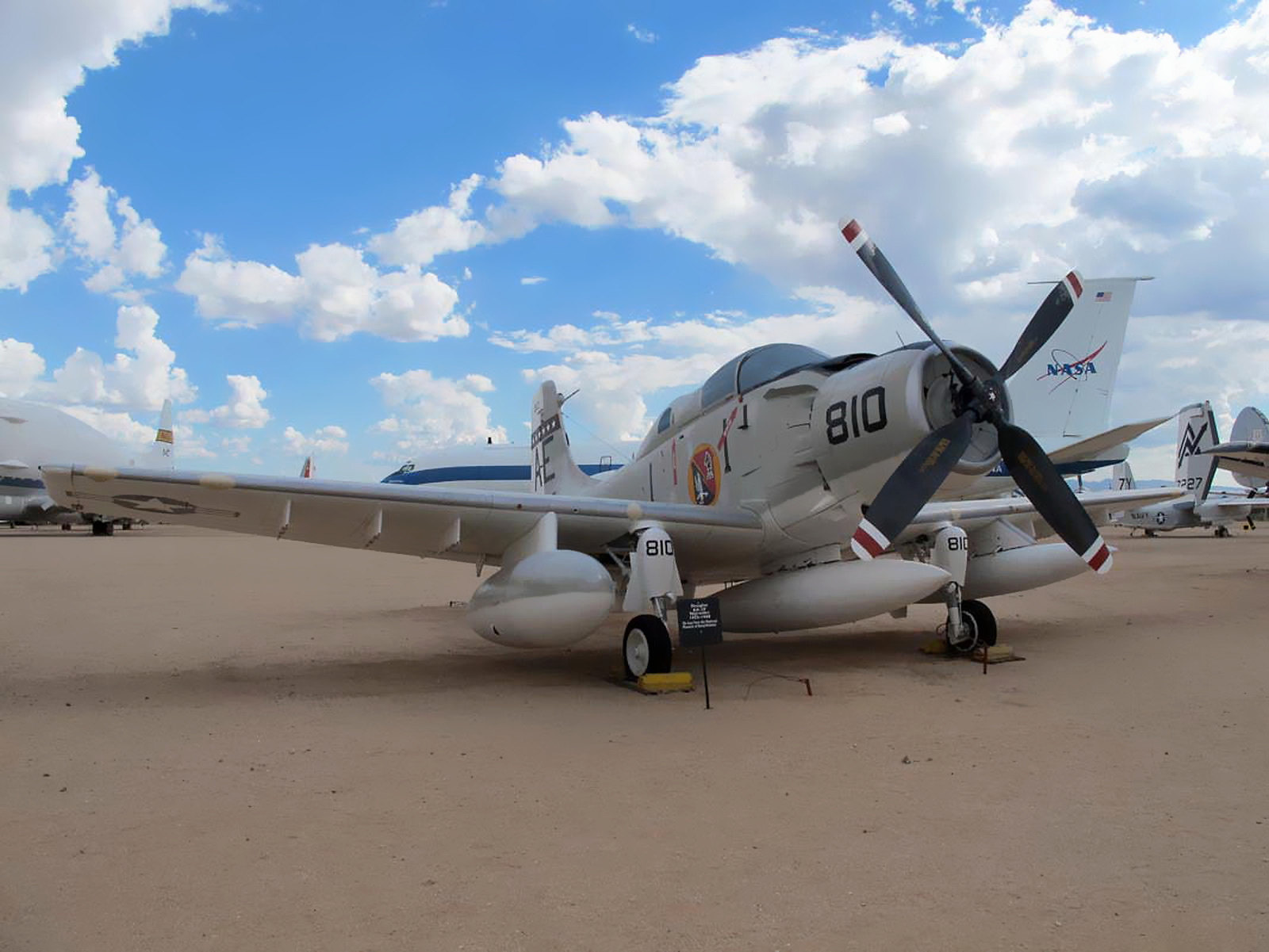 Douglas EA-1F Skyraider (1)