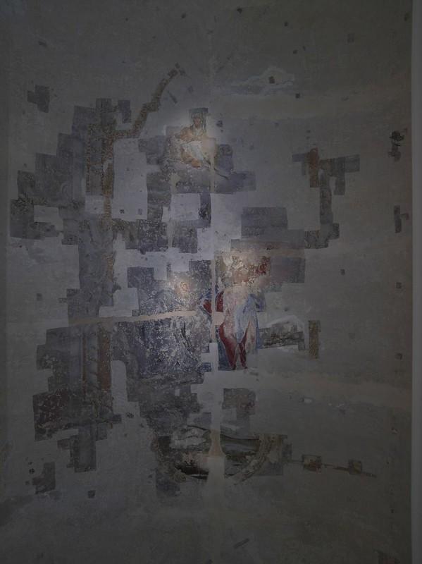 Odkrytá freska na klenbě v prostoru kavárny Morga