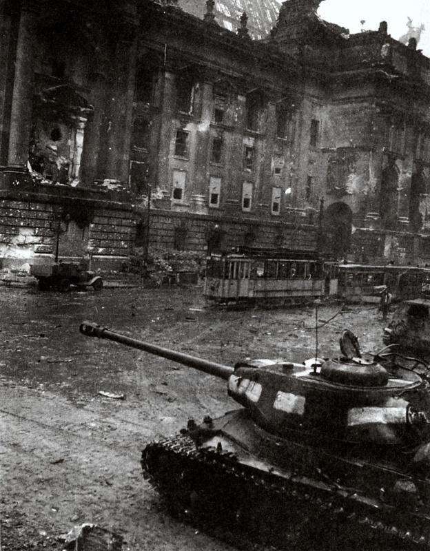 Berlín 1945. Sovietsky JE 2 m nádrž