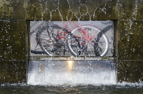 water view bikes bicycles symmetric fietsen doorkijk map123114v