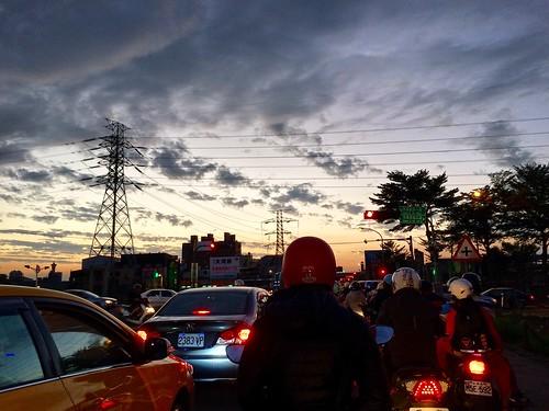 台中 台灣 旱溪 傍晚 暮色 夕陽 風景 taiwan taichung moment evening night light iphone iphone5s explore adventure view scenery landscape sunset sky urban road way